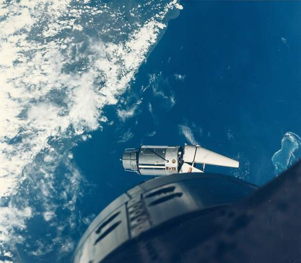 1966, июнь.  Основной целью полёта являлось сближение и стыковка с мишенью Аджена-IX. Из-за аварии носителя мишени Аджена-IX полёт был отложен и была использована альтернативная мишень ADTA, запущенная ракетой Atlas 1 июня 1966 года