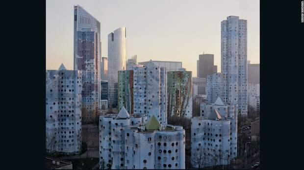 """Парижская архитектура, напоминающая картины из фильма """"Голодные игры"""""""