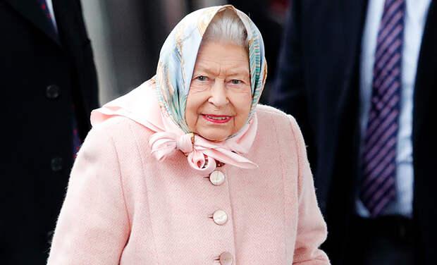 Королева Елизавета II передумала возвращаться в Букингемский дворец