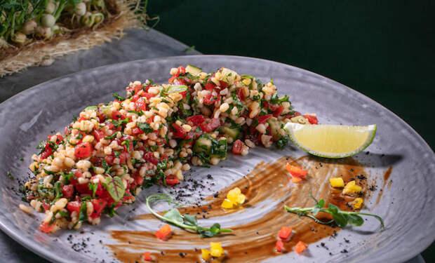 Закуска из помидор и огурцов по рецепту из ресторана: заменили салат