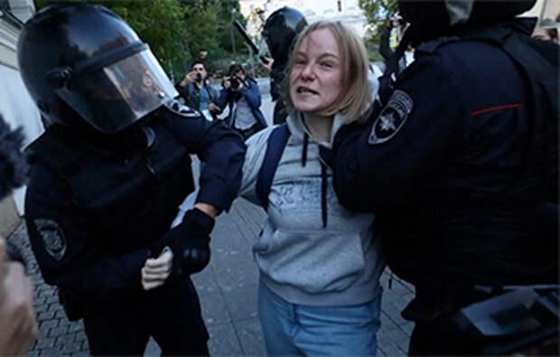 «Хайпанутый» митинг: либералы использовали девушку для саморекламы