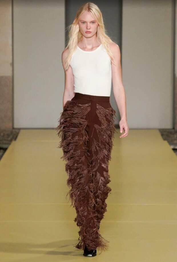 Все, кроме обычного: яркие брюки – тренд весны 2021