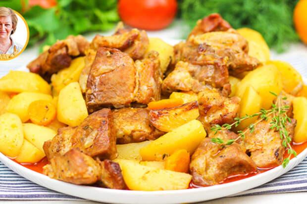 Сочное мясо в рукаве в духовке с картошкой