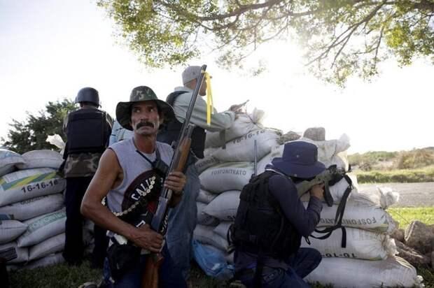 Борьба с наркомафией. Мексика борьба с мафией, дружинники, коррупция в высшей власти, мексика, народное ополчение