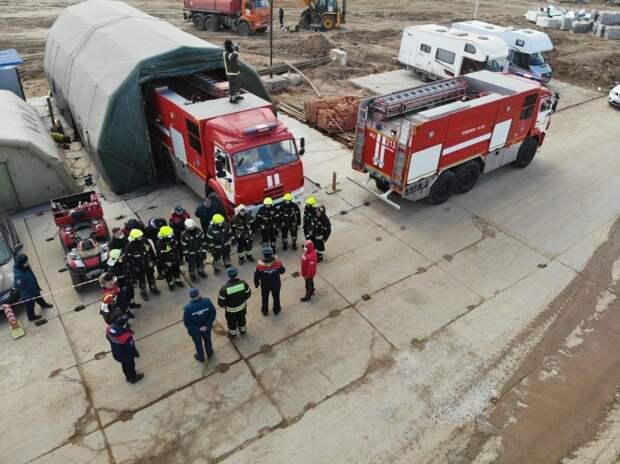 Более 50 спасателей следят за безопасностью при строительстве инфекционного центра в Вороновском