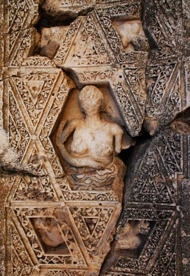 Рельеф Астарты (Ашеры) из эллинистического храма Вакха