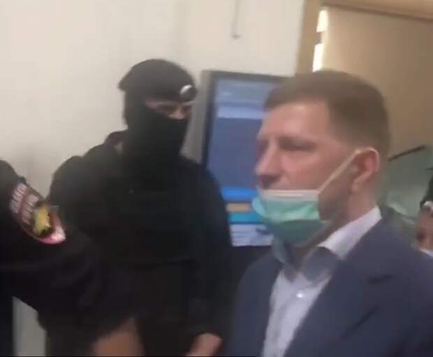 Суд поместил под арест хабаровского губернатора Фургала