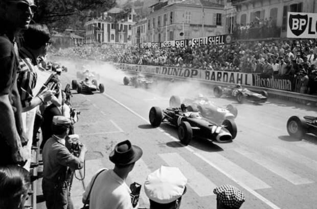 Старт Гран-при Монако 1966 года. Автор фотографии  Джесси Александер.