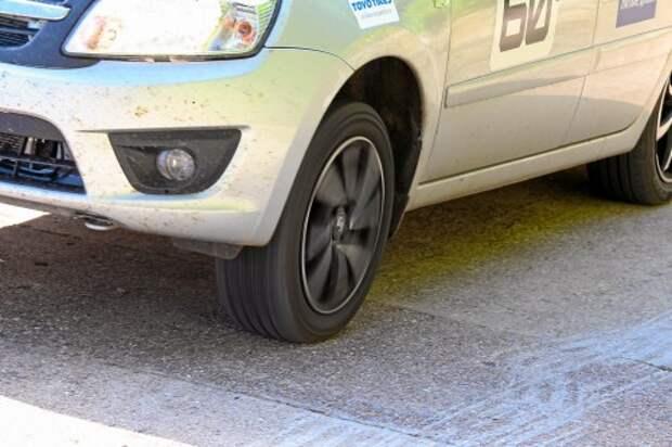 На крутом подъеме передние колеса разгружаются, потому легкие пробуксовки – обычное дело.