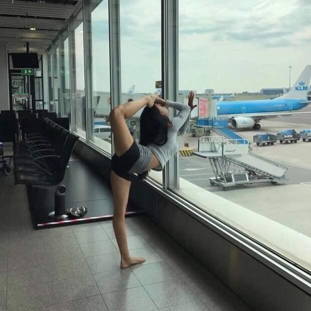 Если такое увидеть в аэропорту, то можно забыть куда собрался лететь девушки, интересное, красота, растяжка, юмор