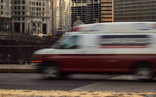 На МКАДе столкнулись три грузовика. Погиб человек