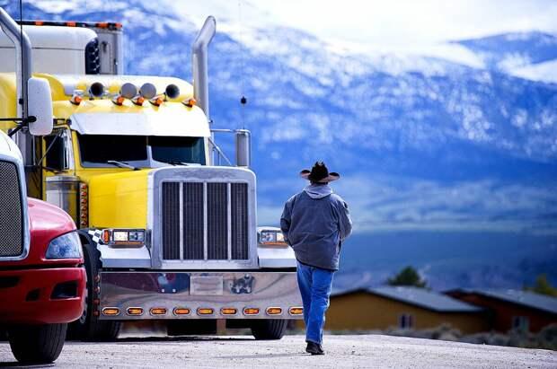 Рассказываю какова жизнь дальнобойщика . Водители , которые вносят свой вклад в коммерческую сеть , поддерживая жизнь в стране .