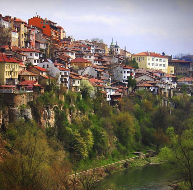 Потрясающей красоты города, возведённые на утёсах