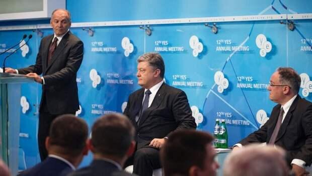 Украинский бизнесмен Виктор Пинчук и президент Украины Петр Порошенко. 12-я встреча Ялтинской Европейской Стратегии в Киеве