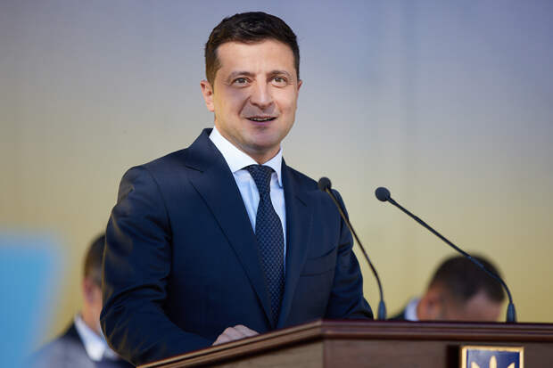 Зеленский спросит украинцев о Донбассе и легализации конопли