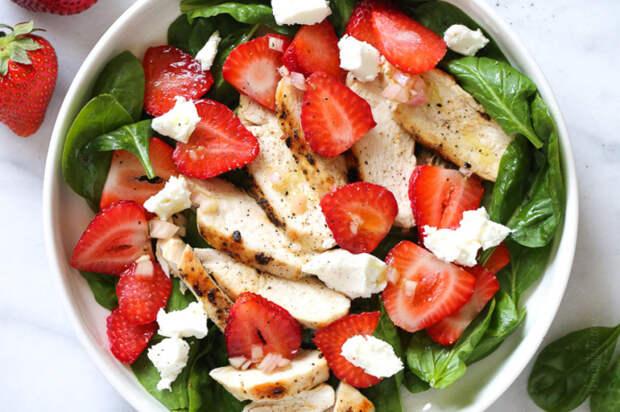 Вкусный летний салат. \ Фото: bonamoda.ru.