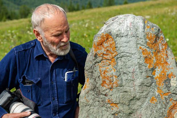 Митрич и каменный воин древности. Поддержите автора лайками, если понравится статья!