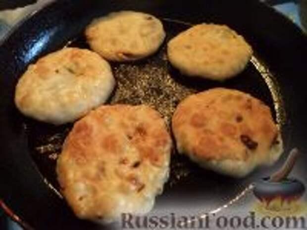 Фото приготовления рецепта: Лепешки с зеленым луком - шаг №11
