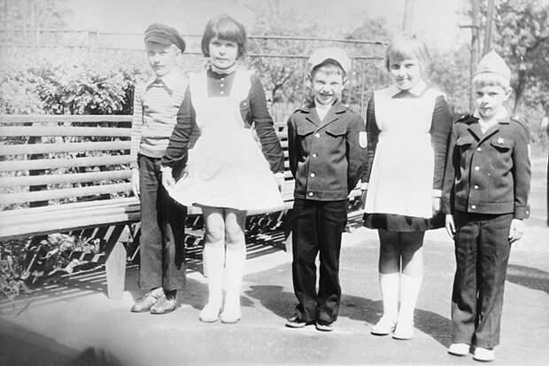 Советские школьники.