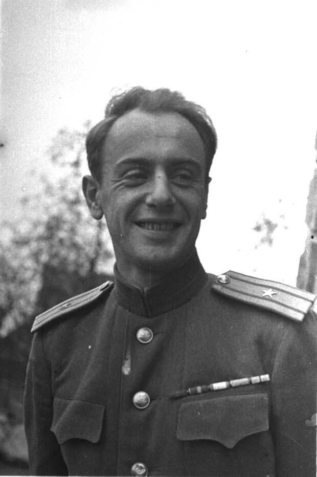 80-Портрет майора Е.А. Долматовского. Германия. 45. На фронте - военкор.jpg