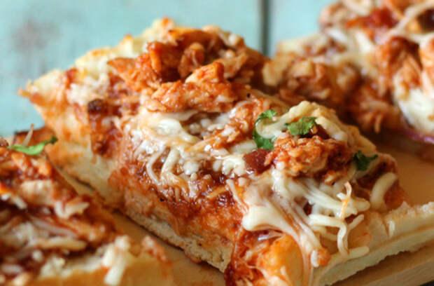 Пицца с курицей в хрустящем багете