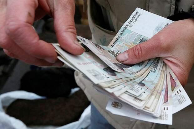 Стало известно, сколько денег российские семьи должны вернуть банкам