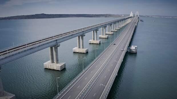 Часть Крымского моста перекрыли из-за аварии