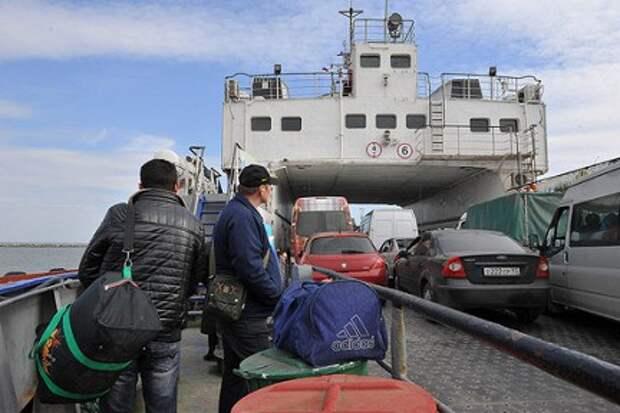 Паромная переправа через Керченский пролив временно возобновила работу