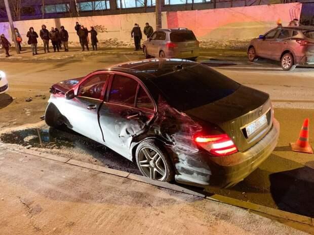 Полиция ищет водителя, сбившего насмерть пешеходов на Пулковской