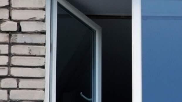 СК начал проверку после смертельного падения из окна 18-летней жительницы Рязани