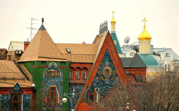 Тайны дома-сказки в центре Москвы: Почему архитектор утопил здесь свои картины, а Троцкий забрал квартиру хозяина