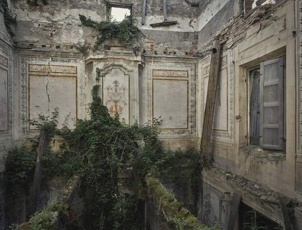 Увядающая красота заброшенных мест