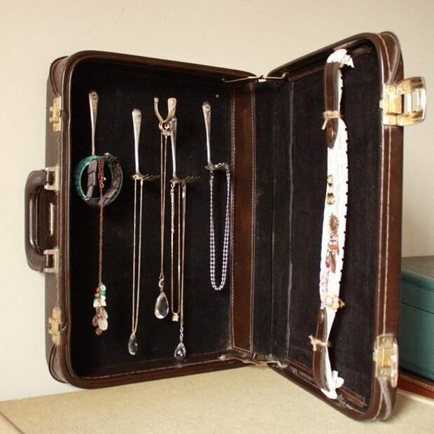 украшения в чемодане