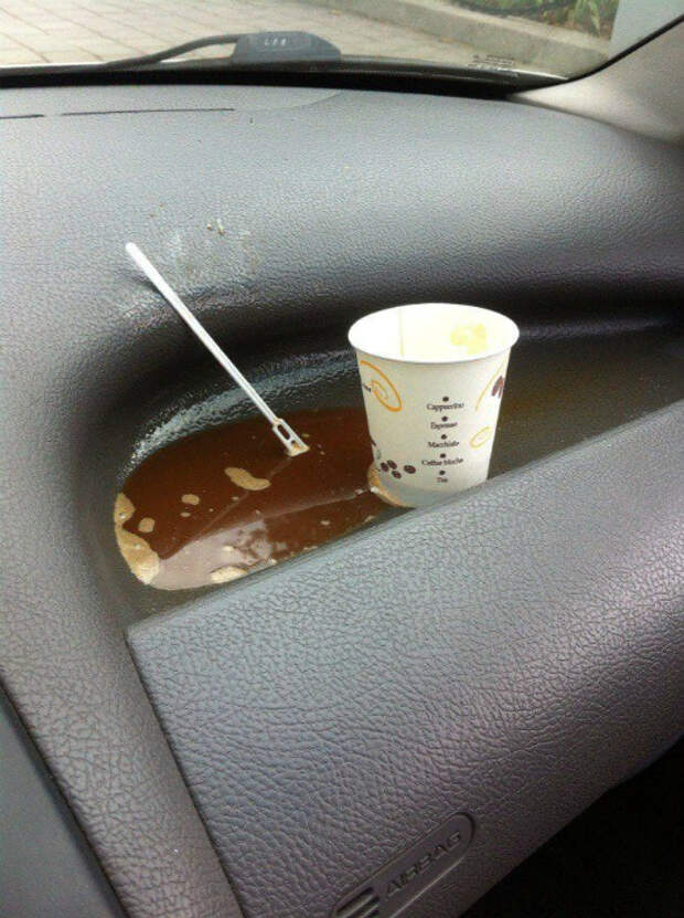 Пить кофе на ходу – плохая примета. | Фото: Privately.Su.