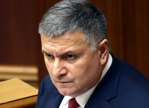 Отставка Авакова: новому главе МВД Украины придется «сдать Донбасс»