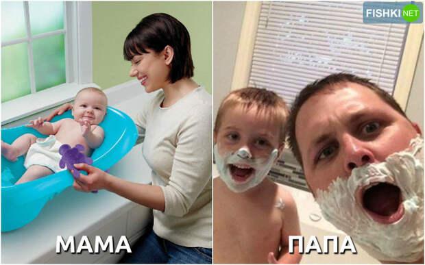 Родители купают ребёнка