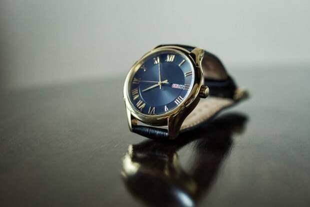 В Томске полицейские задержали мужчину, который на вокзале продавал контрафактные швейцарские часы