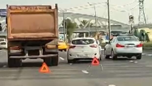 В районе Новокуркинского шоссе грузовик столкнулся с легковушкой