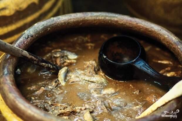 """В другом месте в качестве примера гарума приведено фото базового сырья тайского рыбного соуса """"nam pla"""" из вот этой статьи """"Чем пахнет Таиланд"""". В Азии для рыбного соуаса не используют пряные травы и он выстаиваться не два - три месяца, а почти год"""