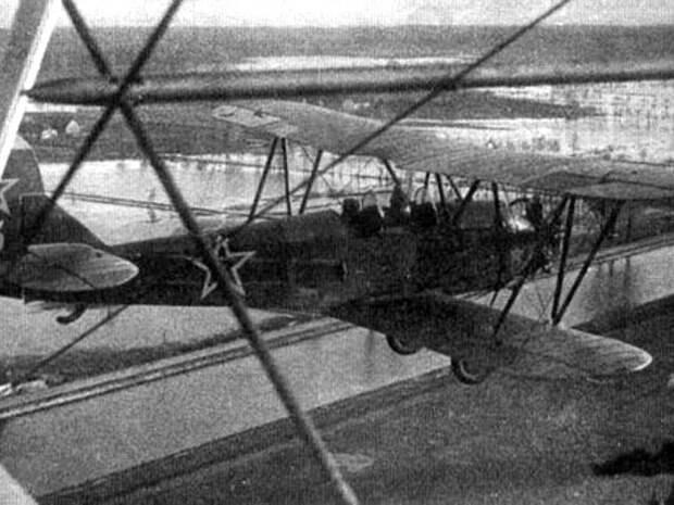 По-2 (ранее - У-2) стал самым массовым бомбардировщиком Великой Отечественной войны - выпущено 12 тыс. самолетов
