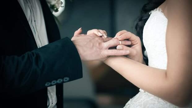 Мужчина четыре раза женился и три развелся с одной женщиной за 37 дней