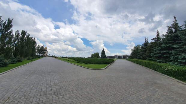 Мамориальное кладбище на Мамаевом кургане