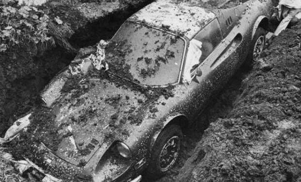 Копнули во дворе и нашли машину: в земле 50 лет назад спрятали раритет