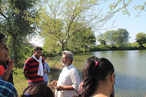 Сейчас Сингх руководит неправительственной организацией, помогающей людям восстановить экологию страны.