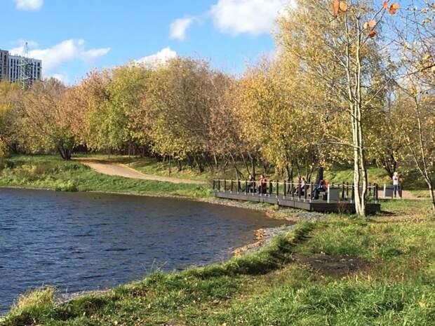 Фото дня: где посидеть с видом на Головинские пруды