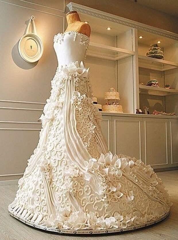 Свадебный торт на манекене