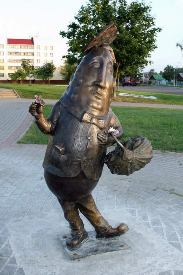Памятник Огурцу в Шклове, фото с сайта byfacts.ru, автор не указан