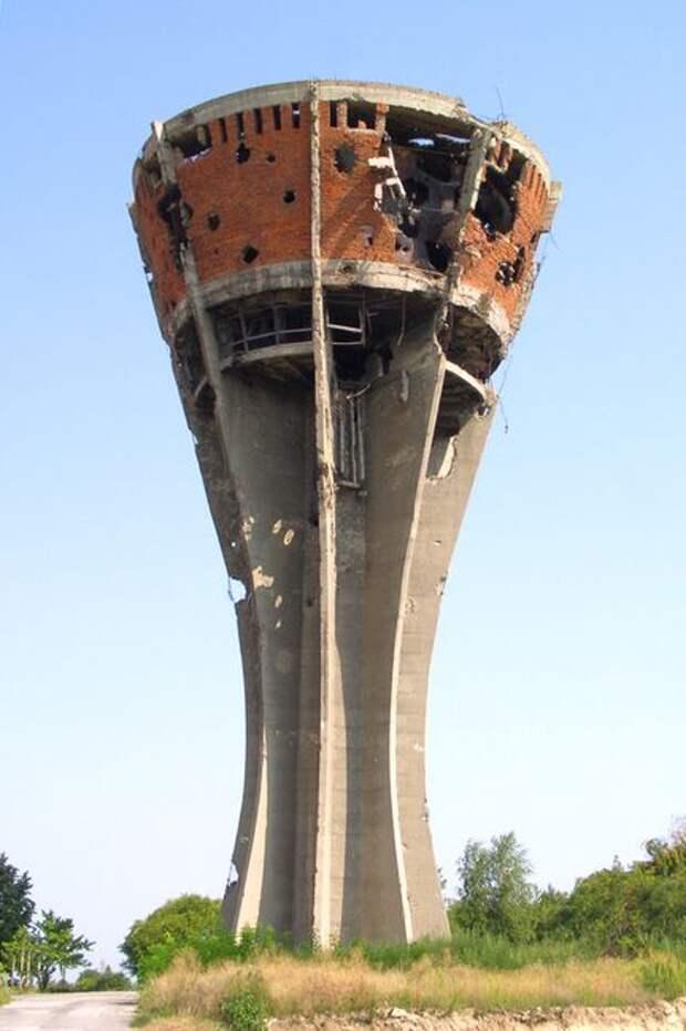 Vukovar__water_tower.jpg