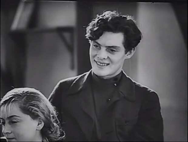 Кадр из фильма *Совершеннолетие*, 1935 | Фото: kino-teatr.ru