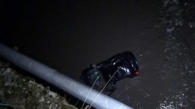 Названа причина падения машины с людьми в реку в Приморье